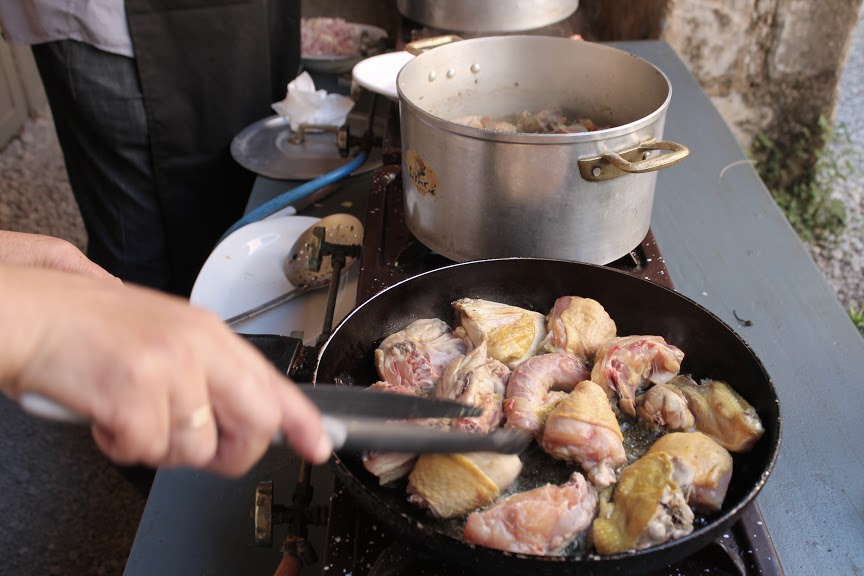 Kanapalat paistumassa oliiviöljyssä